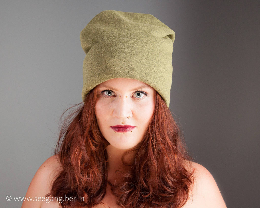 BEANIE - OVERSIZE CAP IN COSY AND COOL NATURAL OLIVE GREEN © Seegang Berlin