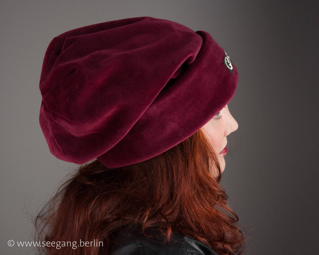 BEANIE - OVERSIZE CAP WITH DOUBLE SIDED CUDDLY VELVET IN DARK RUBY RED © Seegang Berlin