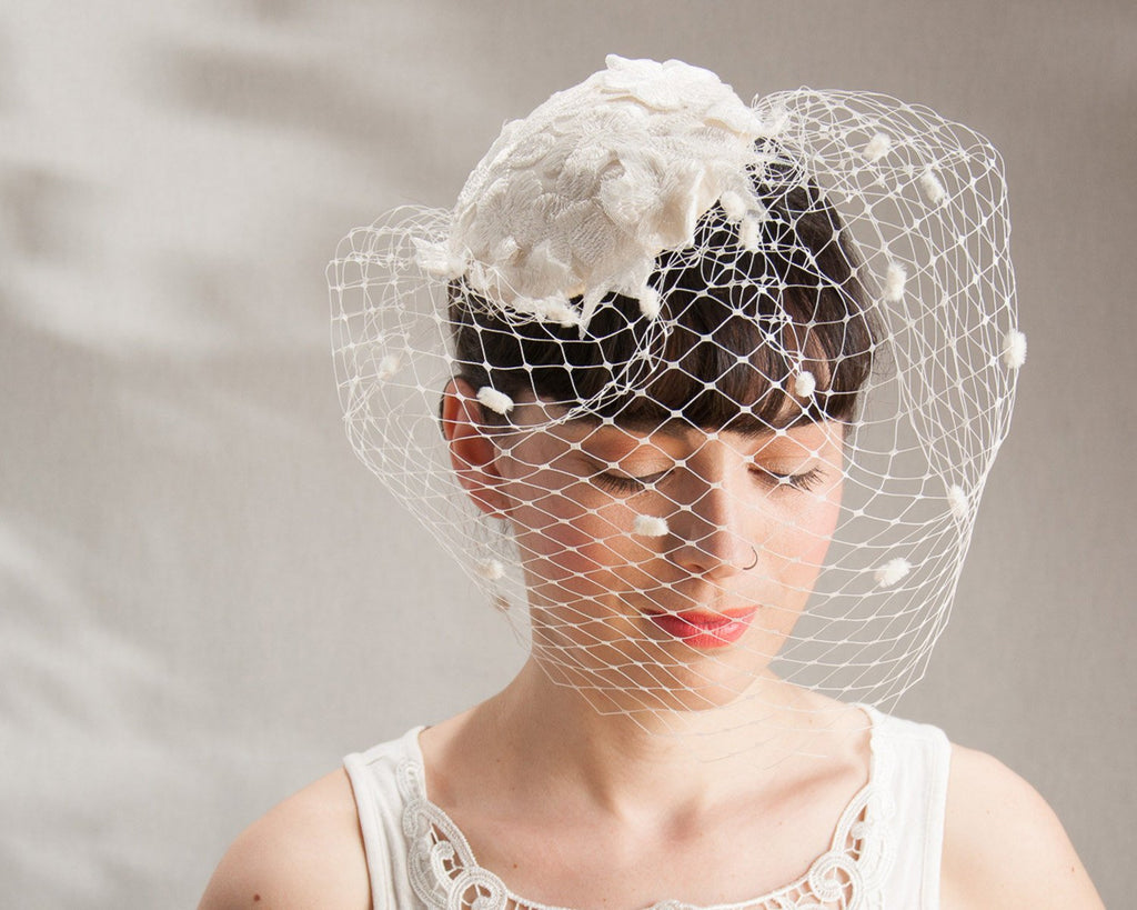 BIRDCAGE - BRIDAL FASCINATOR WITH NOBLE LACE AND A CLOUDY VEIL WITH CHENILLE DOTS © Seegang Berlin