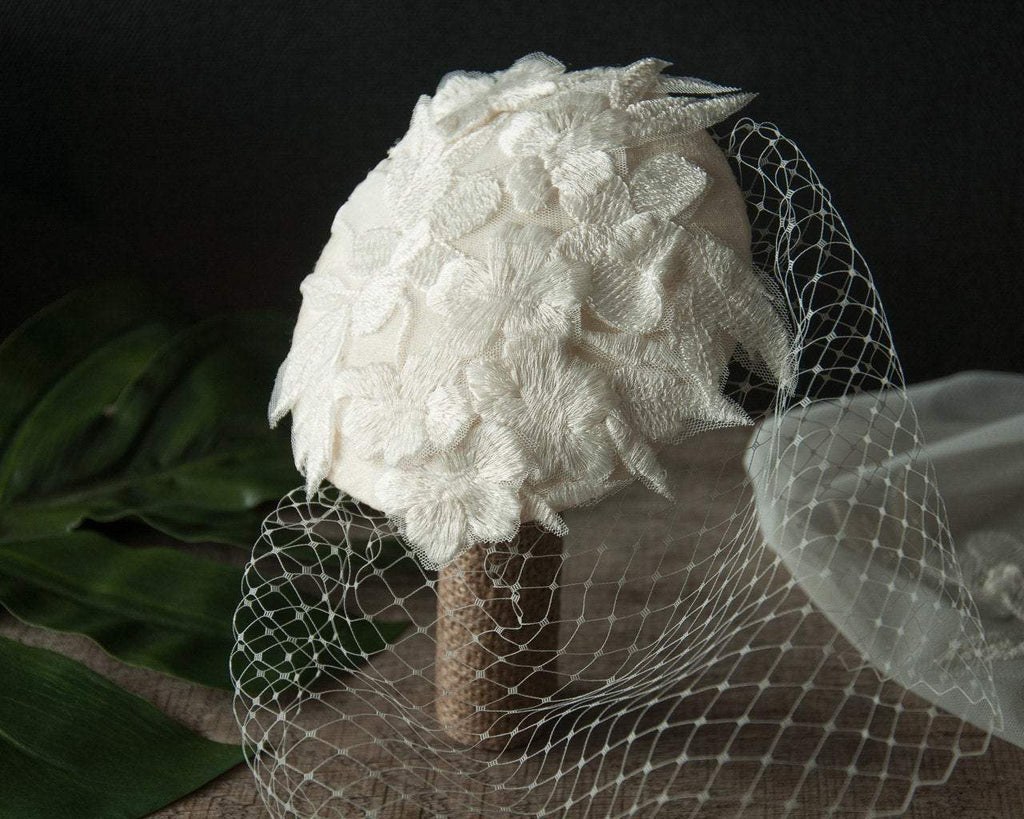BIRDCAGE - BRIDAL VEIL FASCINATOR COVERED WITH LACE IN OFF WHITE, CREME OR IVORY COLOUR © Seegang Berlin