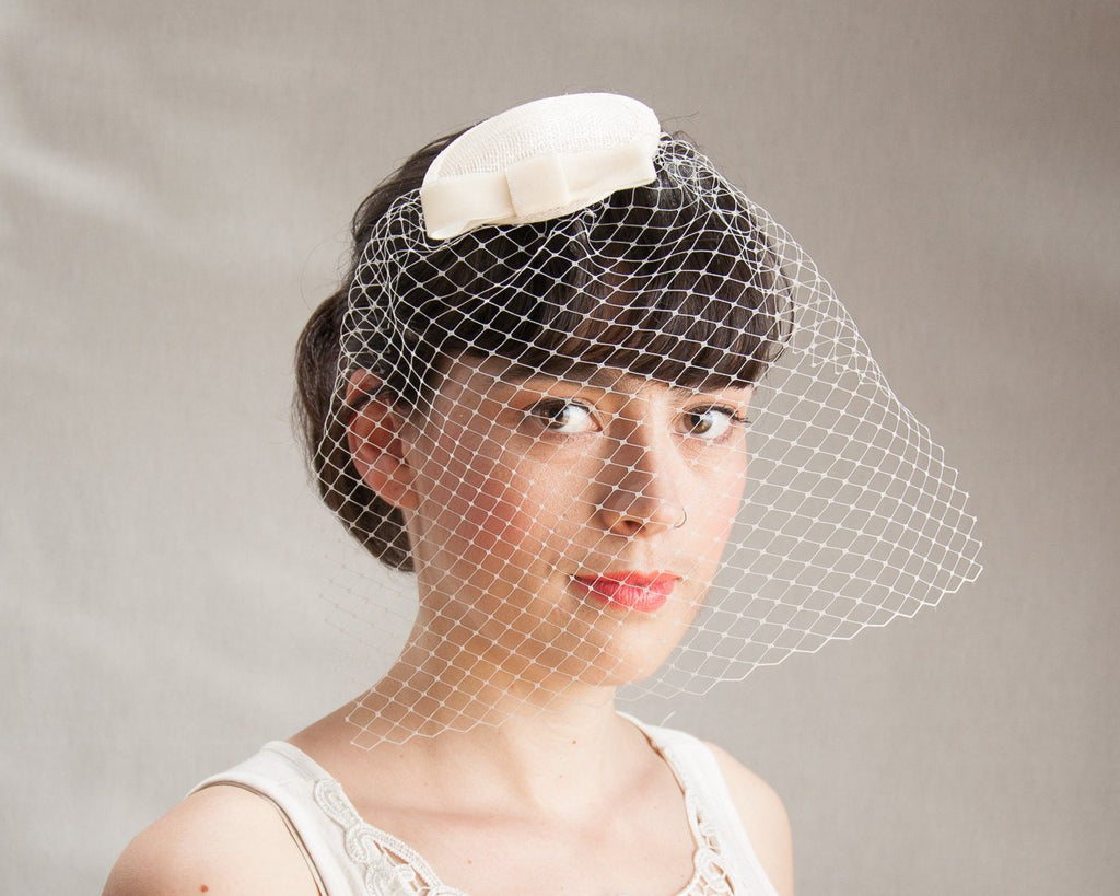 BIRDCAGE - BRIDAL VEIL FASCINATOR WITH A VEIL IN IVORY COLOUR © Seegang Berlin