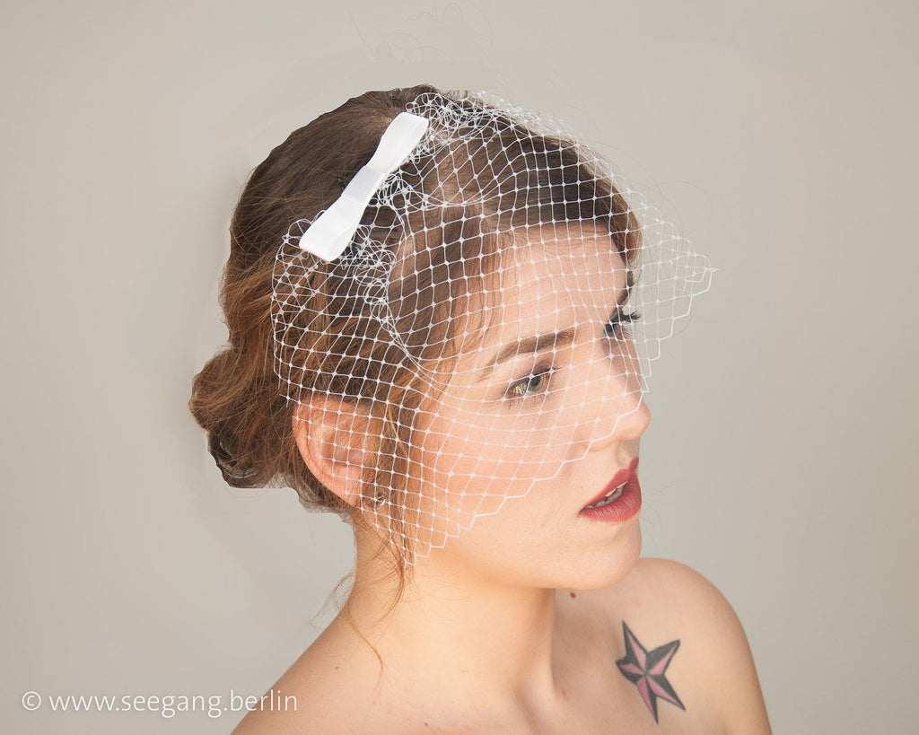 BIRDCAGE - BRIDAL VEIL HEADDRESS WITH A BOW IN SHADES OF WHITE, OFF WHITE, CREME, IVORY, CHAMPAGNE © Seegang Berlin