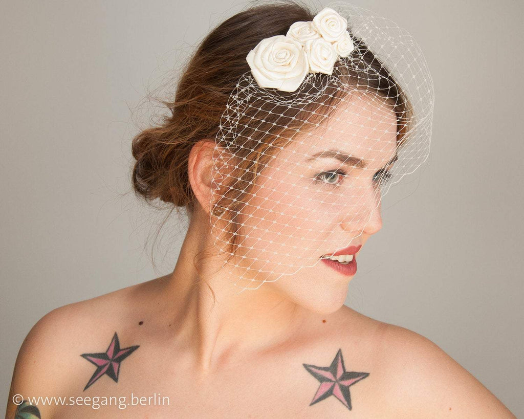 BIRDCAGE - BRIDAL VEIL HEADDRESS WITH ROSES IN MANY SHADES OF WHITE, CREME, IVORY AND CHAMPAGNE © Seegang Berlin