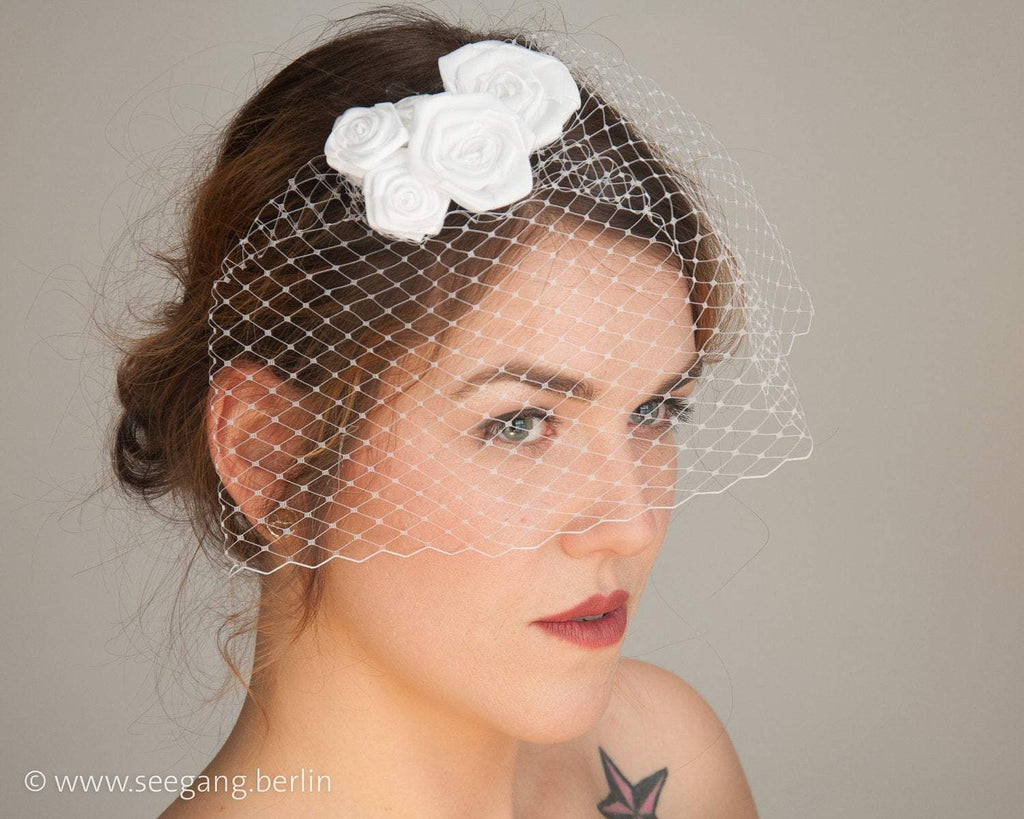 BIRDCAGE - BRIDAL VEIL HEADDRESS WITH ROSES IN SHADES OF WHITE, CREME, IVORY AND CHAMPAGNE © Seegang Berlin