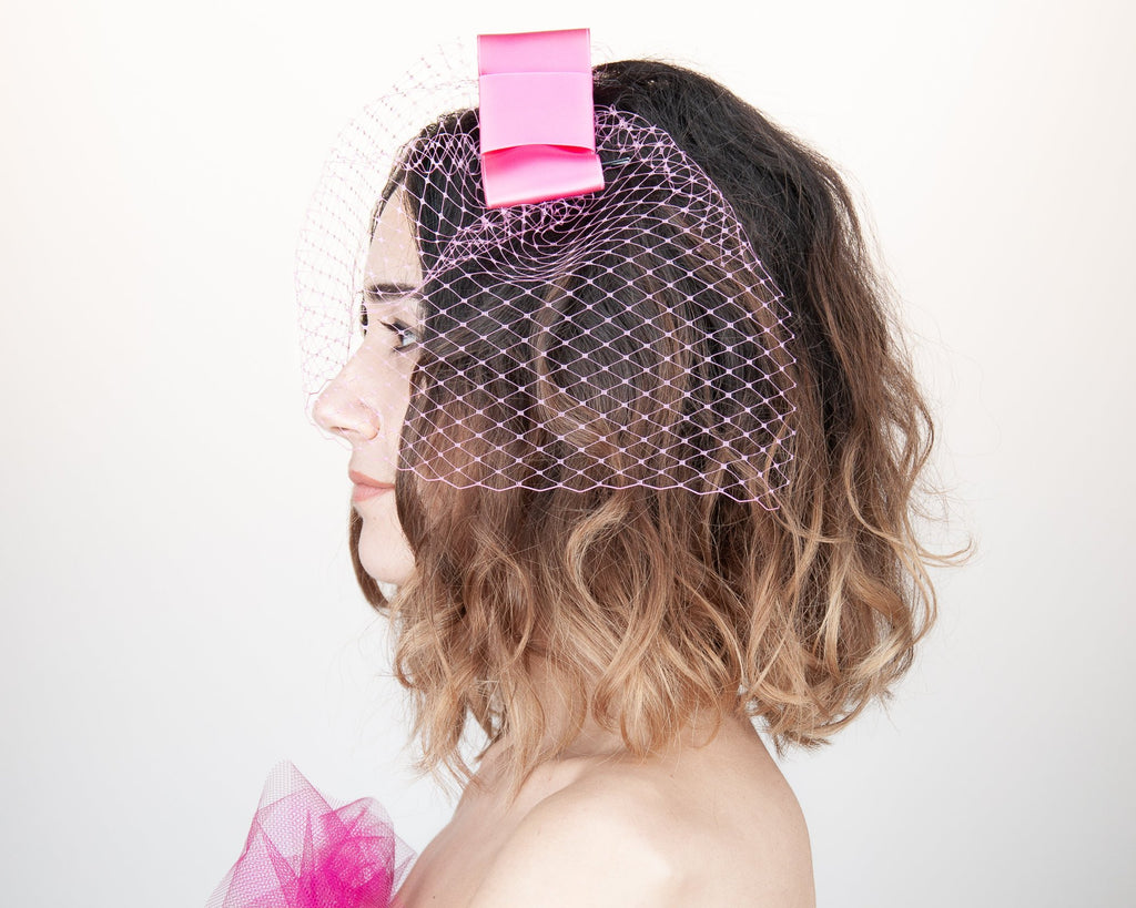 BIRDCAGE FASCINATOR - HEADDRESS WITH A VEIL AND A BOW IN SHOCKING HOT CHERRY PINK © Seegang Berlin