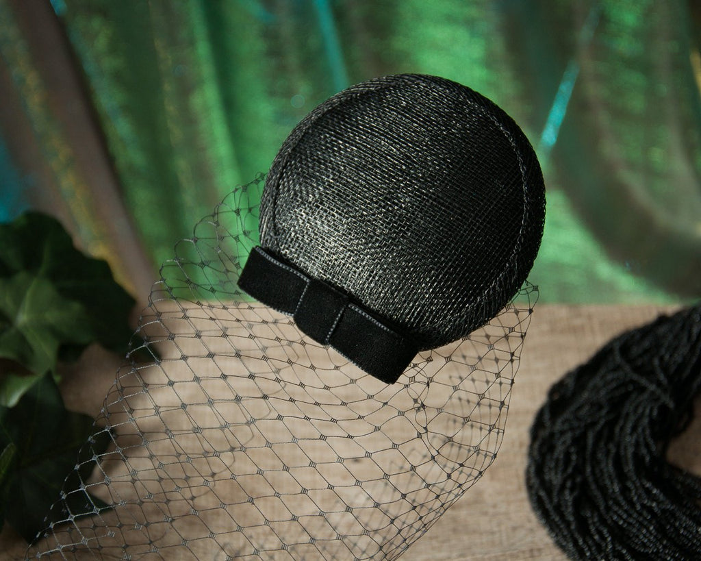 BIRDCAGE - VEIL FASCINATOR IN BLACK VINTAGE STYLE © Seegang Berlin
