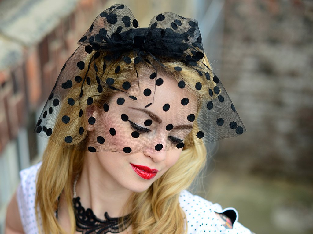 BIRDCAGE - VEIL FASCINATOR WITH GLAMOROUS POLKA DOTS FOR ELEGANT OCCASIONS © Seegang Berlin