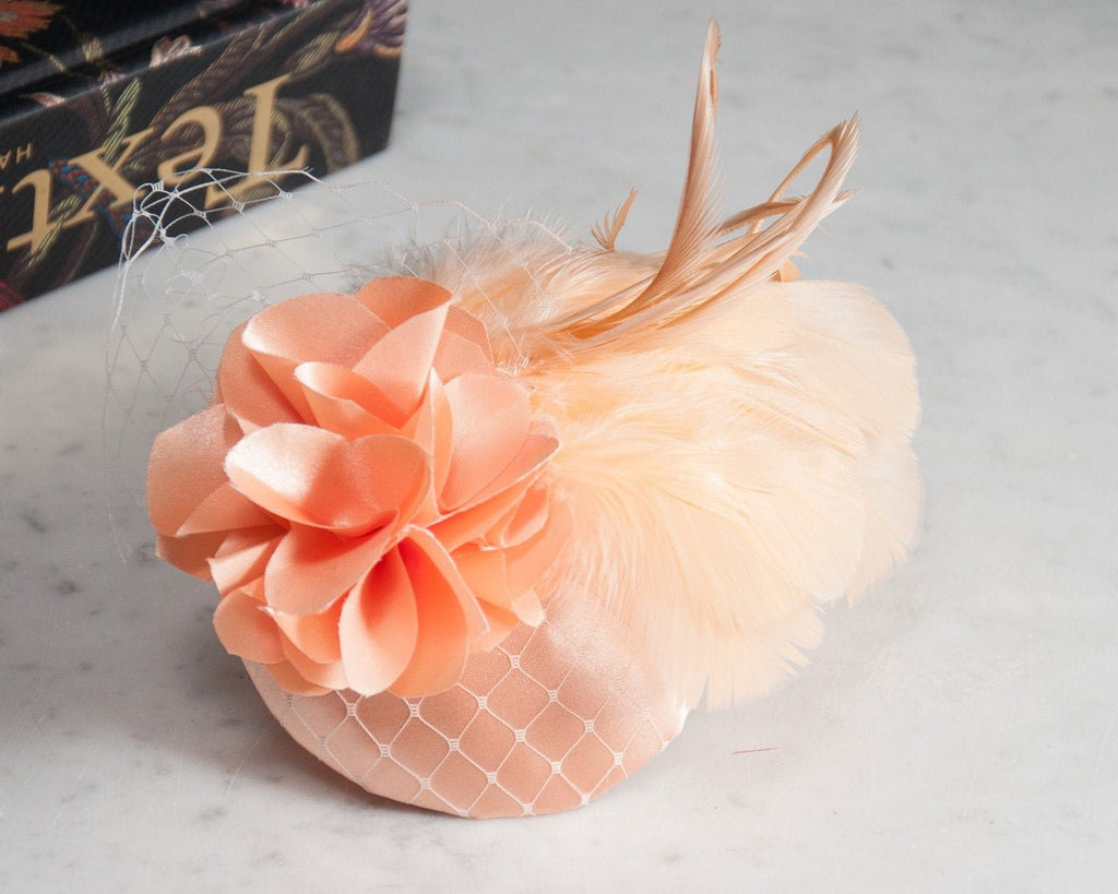 FASCINATOR - AIRY ELEGANCE IN TREND COLOR CANTALOUPE MEETS GOLD © Seegang Berlin