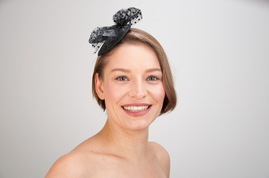 FASCINATOR - BLACK HEADDRESS WITH A BOW FROM POLKA DOTS TULLE © Seegang Berlin