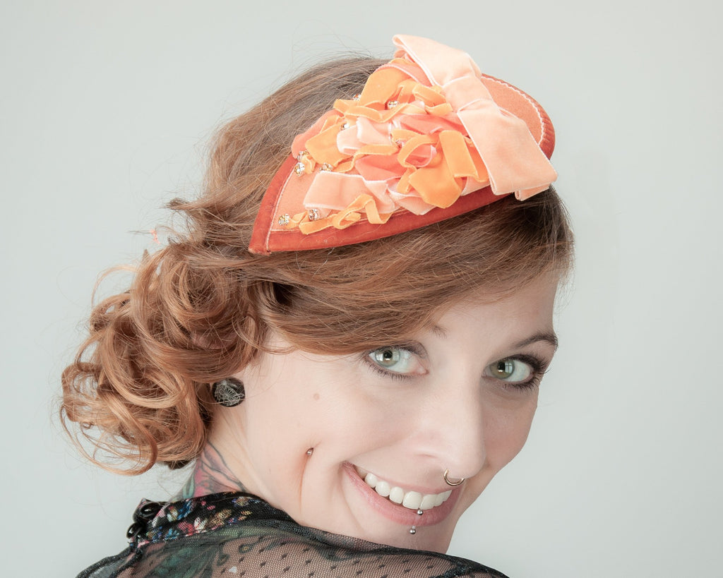 FASCINATOR - DROP SHAPED HAEDDRESS WITH DRAPED VELVET RIBBON IN CHOCOLAT BROWN © Seegang Berlin