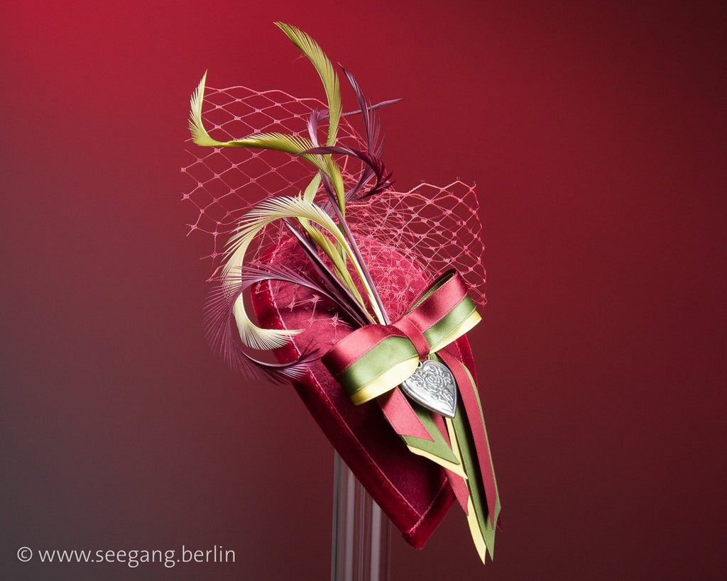 FASCINATOR - DROP SHAPED HEADDRESS IN BAVARIAN OKTOBERFEST DIRNDL STYLE IN DARK RED © Seegang Berlin