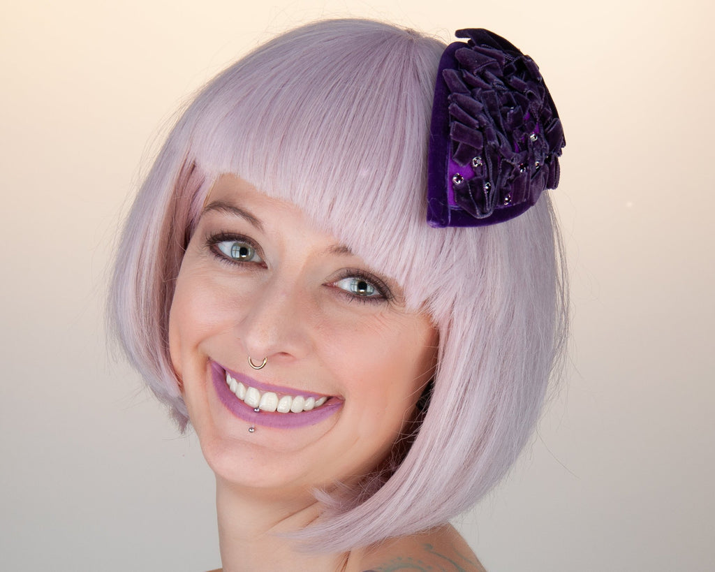 FASCINATOR - DROP SHAPED HEADDRESS WITH DRAPED VELVET RIBBON IN PURPLE © Seegang Berlin