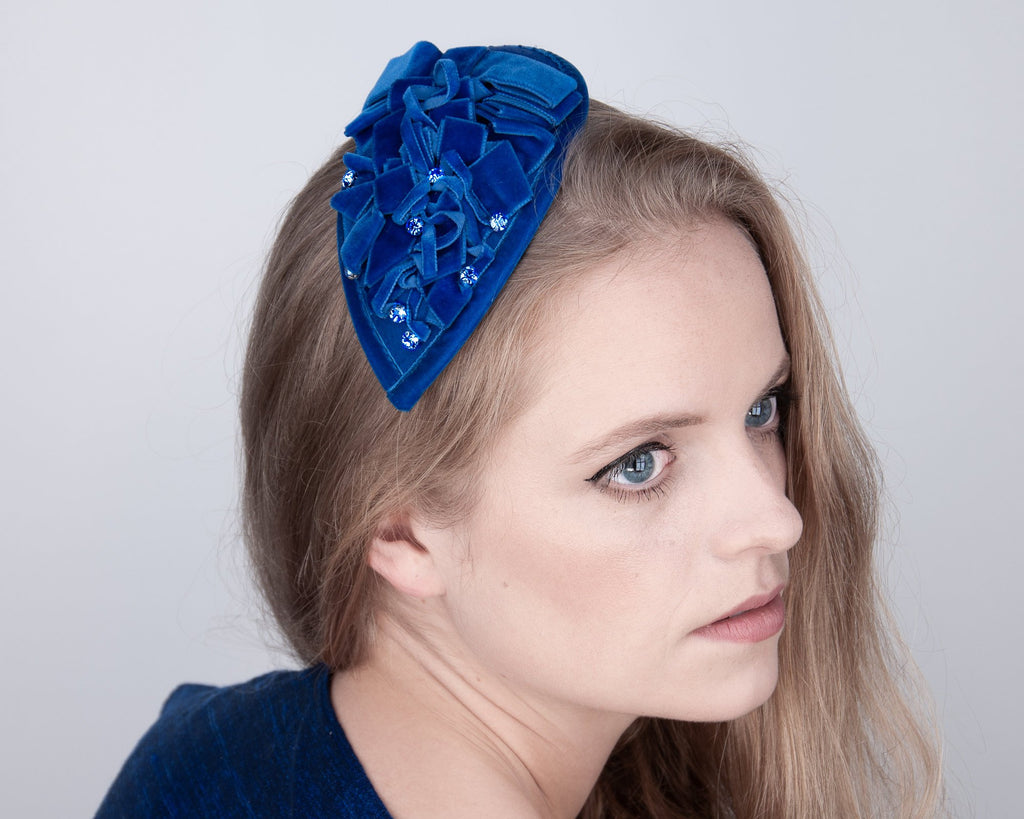 FASCINATOR - DROP SHAPED HEADDRESS WITH DRAPED VELVET RIBBONS IN TREND COLOR CANTALOUPE © Seegang Berlin
