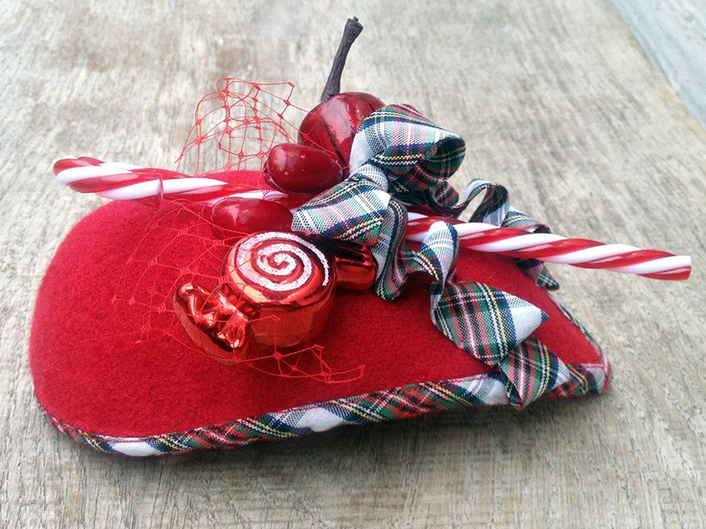 FASCINATOR - DROP SHAPED HEADDRESS WITH SWEETS, BERRIES AND TARTAN RIBBONS © Seegang Berlin
