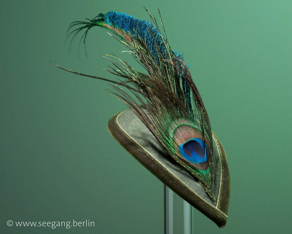 FASCINATOR - DROP SHAPED HEADDRESS WOODLAND STYLE IN FOREST GREEN © Seegang Berlin