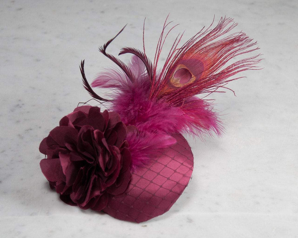 FASCINATOR - ELEGANT HAIR ACCESSORY IN SHINY RUBY RED WITH VEIL DETAILS © Seegang Berlin