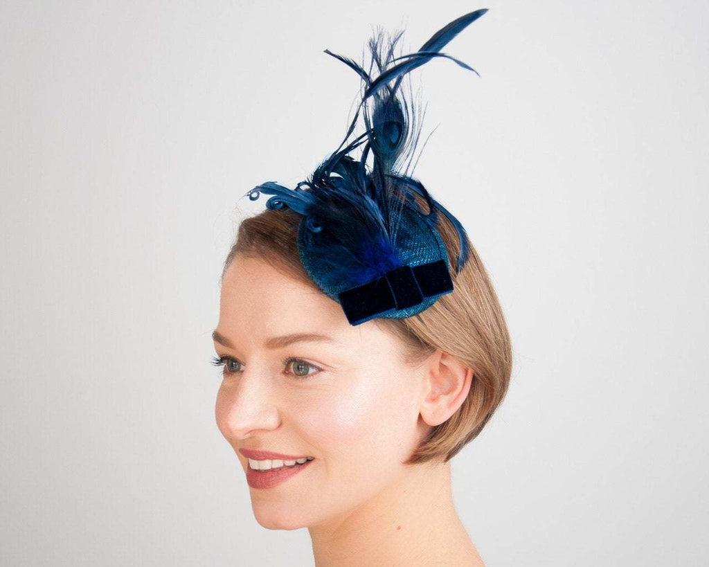 FASCINATOR - GLAMOROUS HEADPIECE IN BEAUTIFUL SHADES OF BLUE © Seegang Berlin