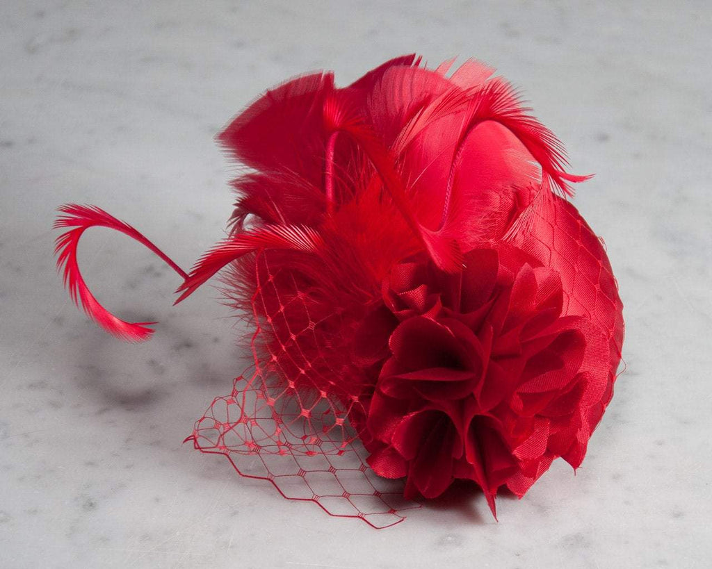 FASCINATOR - HEADDRESS WITH VEIL DETAILS, FEATHERS IN RED BE MY VALENTINE © Seegang Berlin