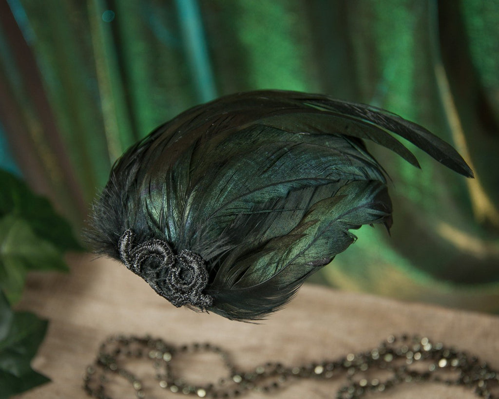 FASCINATOR - HEADPIECE WITH GREEN SHIMMERING BLACK FEATHERS © Seegang Berlin