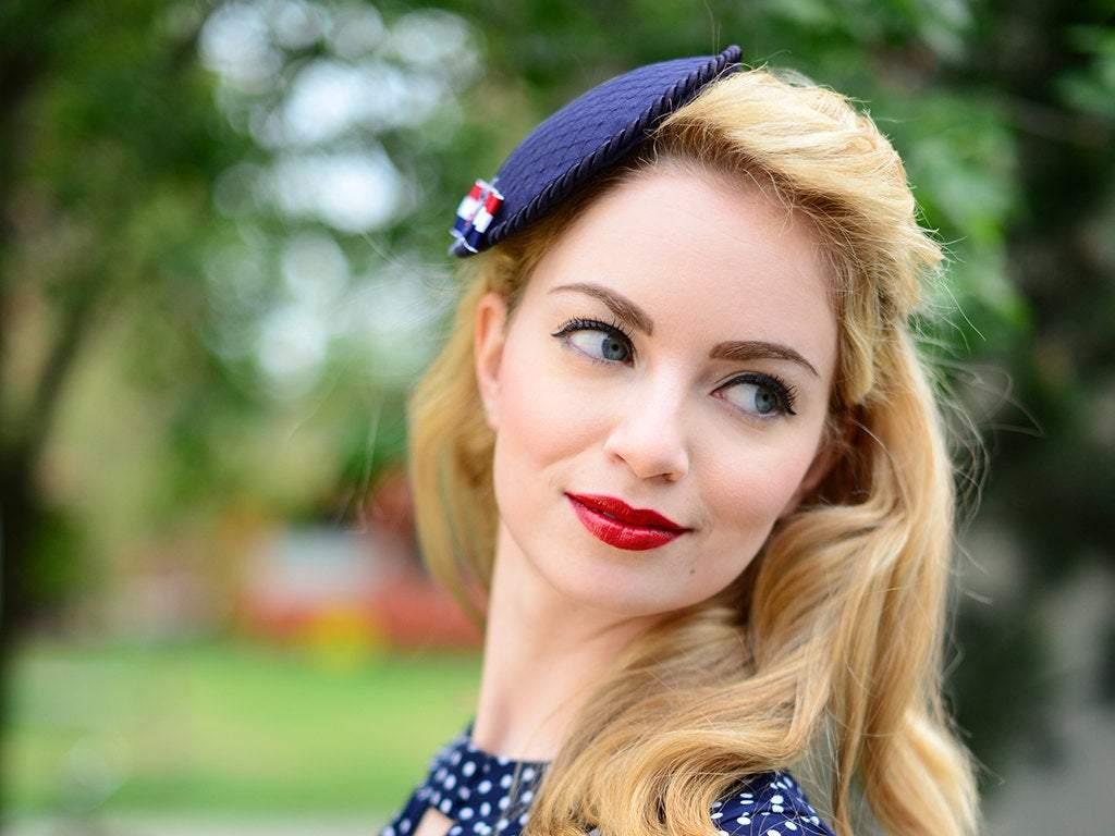 FASCINATOR - MARITIME VINTAGE STYLE LOOK IN CLASSIC BLUE, WHITE AND RED © Seegang Berlin