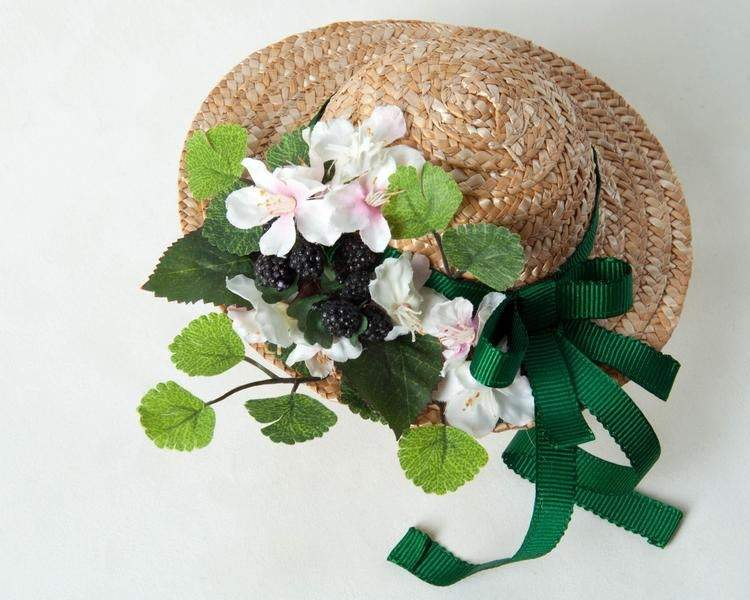 FASCINATOR - STRAW MINI HAT FOR VINTAGE GIRLS IN SPRING © Seegang Berlin