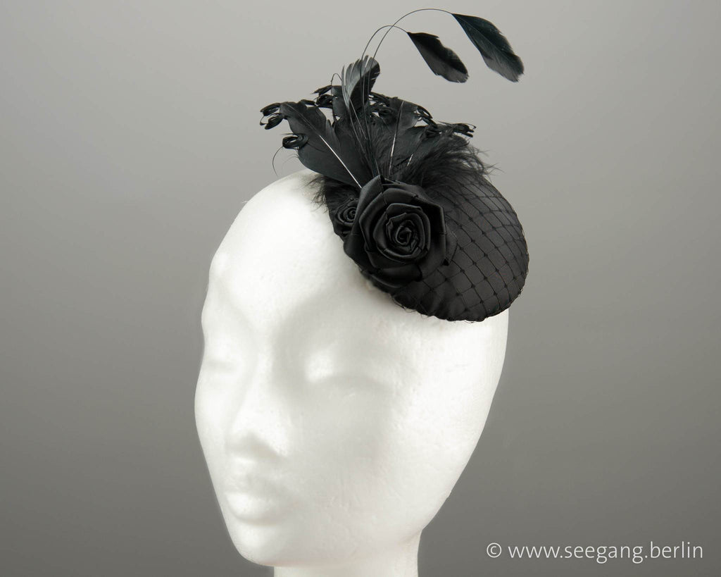 FASCINATOR - SWINGING HEADDRESS WITH BLACK FEATHERS © Seegang Berlin