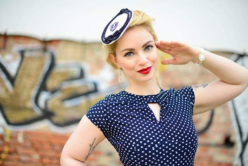 FASCINATOR - VINTAGE STYLE MARITIME HAT IN NAVY BLUE AND WHITE © Seegang Berlin