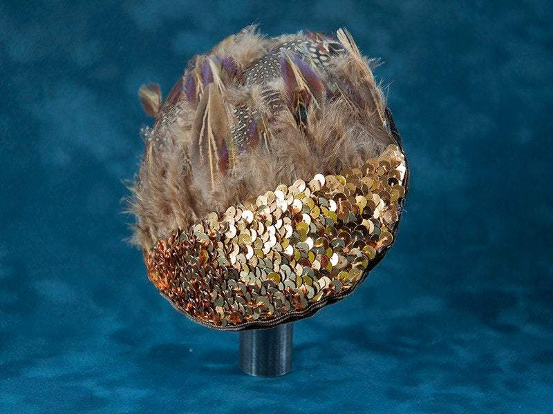 FASCINATOR WITH GOLDEN SEQUINS AND BROWN FEATHERS © Seegang Berlin