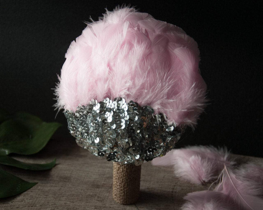 FASCINATOR WITH SILVER SEQUINS AND LIGHT PINK FEATHERS © Seegang Berlin