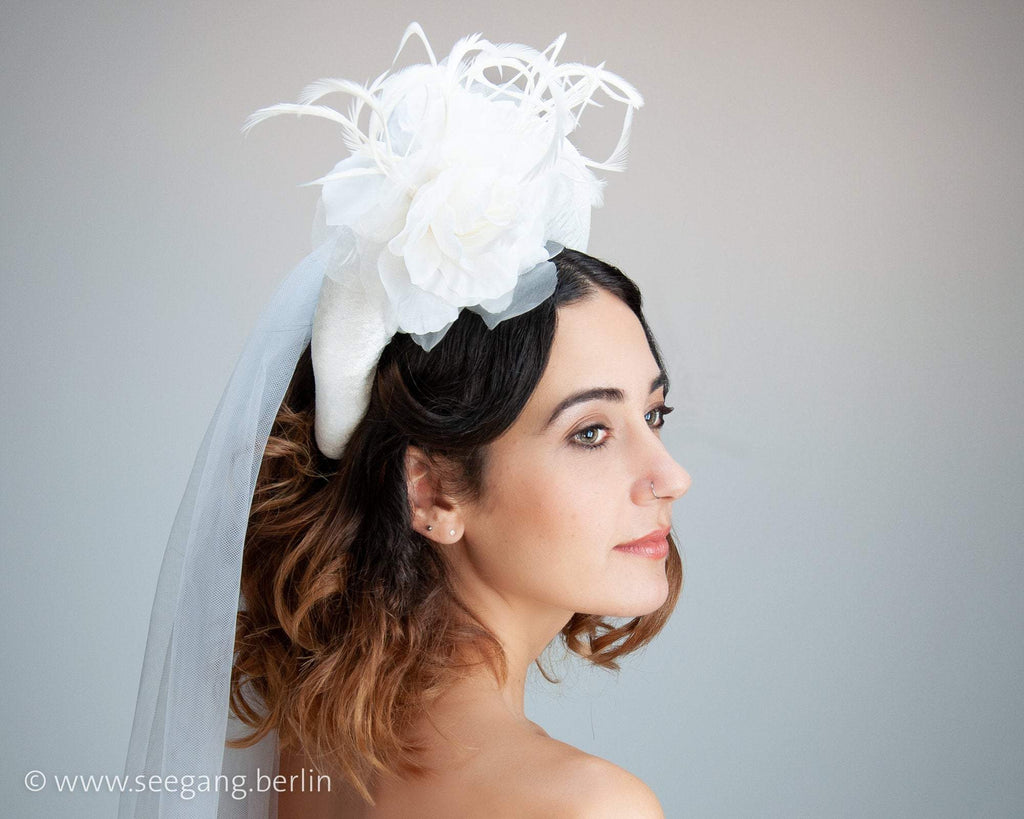 HAIR CIRCLET - BOLD BRIDAL HEADPIECE WITH A ROSE AND FEATHERS IN WHITE VELVET © Seegang Berlin