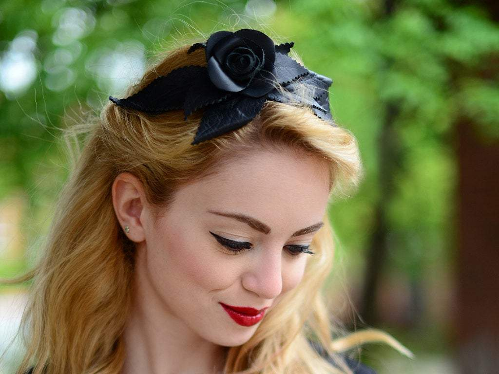 HAIR CIRCLET - LEATHER HEADBAND IN BLACK WITH A ROSE AND LEAFS © Seegang Berlin