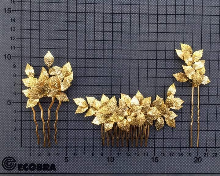 HAIR COMB - BRIDAL JEWELLERY WITH GOLD COLORED LEAFS AND RHINESTONES © Seegang Berlin