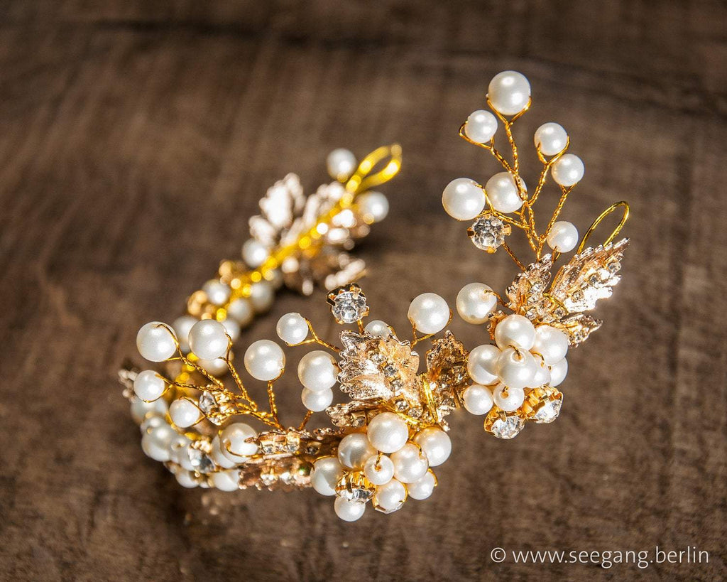 HAIRBAND - BRIDAL JEWELLERY WITH PEARLS AND LEAFS IN CREAM AND GOLDEN COLOUR © Seegang Berlin