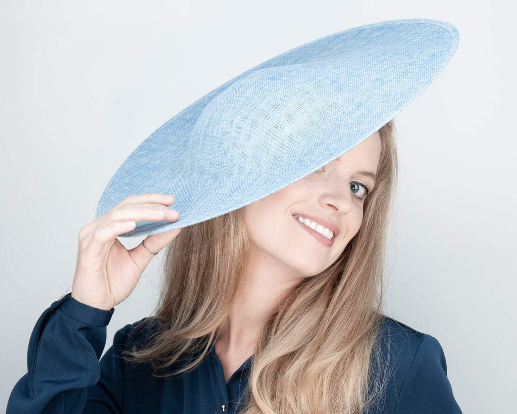 HALO HAT - ROYAL BLUE HEADDRESS FOR THE SUMMER IN 50s NEW LOOK AND CONTEMPORARY OUTFITS © Seegang Berlin