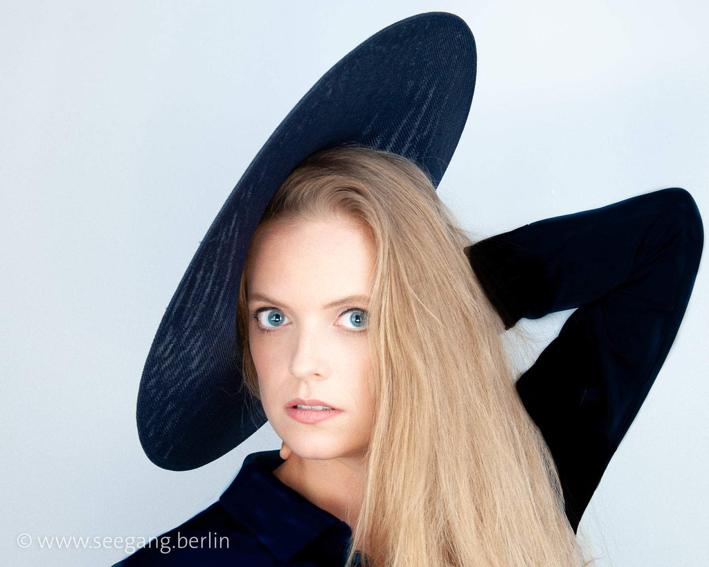 HALO HAT -  THE CONTEMPORARY VINTAGE STYLE IN MANY SHADES OF BLUE LIKE NAVY, MIDNIGHT AND DARK BLUE © Seegang Berlin