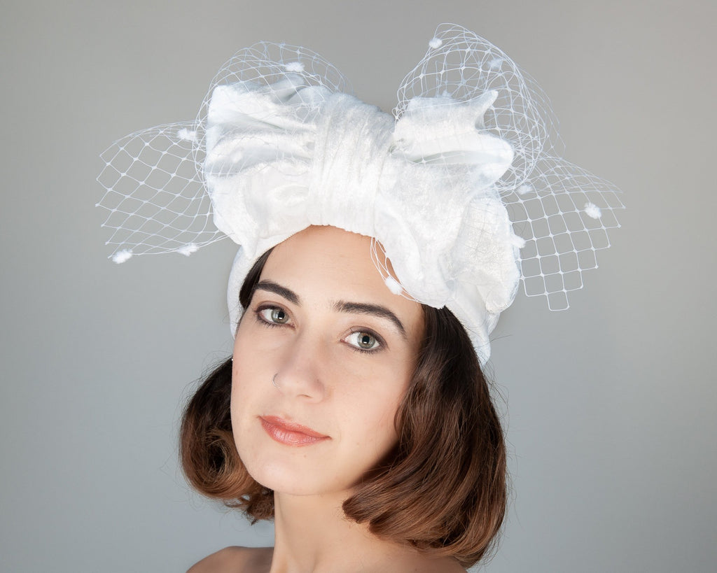 HEADBAND - BRIDAL HEADDRESS IN TURBAN STYLE WITH A BOW AND VEIL DETAILS © Seegang Berlin