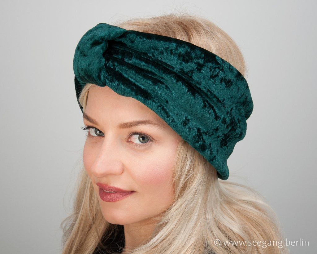 HEADBAND - TURBAN HEADDRESS IN SHIMMERING VELVET IN DARK GREEN © Seegang Berlin