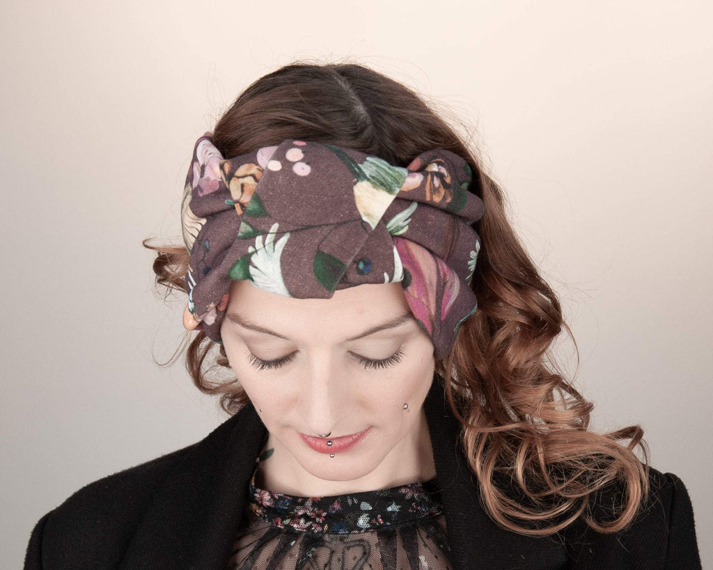 HEADBAND - TURBAN HEADWEAR IN RED BROWN COTTON WITH COLOURFUL BIRDS AND BERRIES © Seegang Berlin