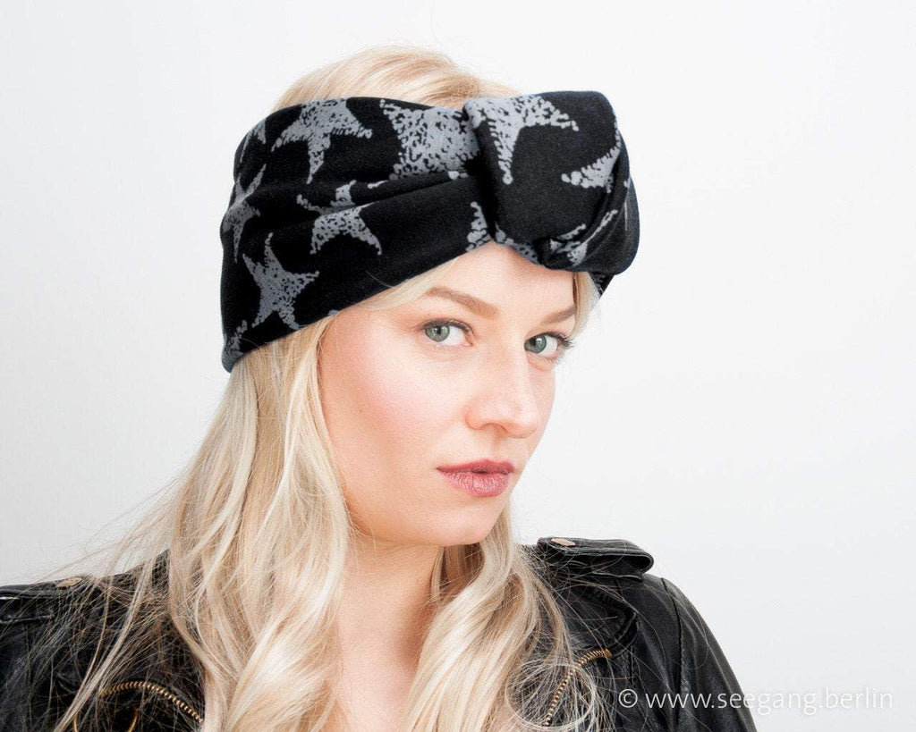 HEADBAND - TURBAN STYLE IN GREY STARRS ON A BLACK SKY © Seegang Berlin