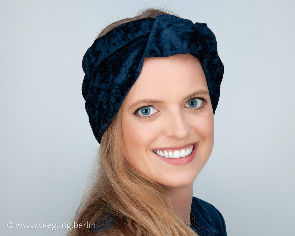 HEADBAND - TURBAN STYLE IN SHINY DARK BLUE AND COSY IN VINTAGE STYLE © Seegang Berlin