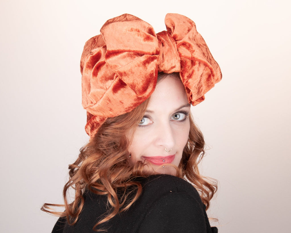 HEADBAND - TURBAN STYLE WITH A BIG BOW IN SHINY VELVET IN ORANGE © Seegang Berlin