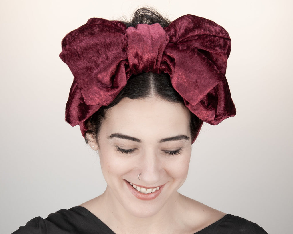 HEADBAND - TURBAN VINTAGE STYLE HEADDRESS WITH A BIG BOW IN RUBY RED VELVET © Seegang Berlin
