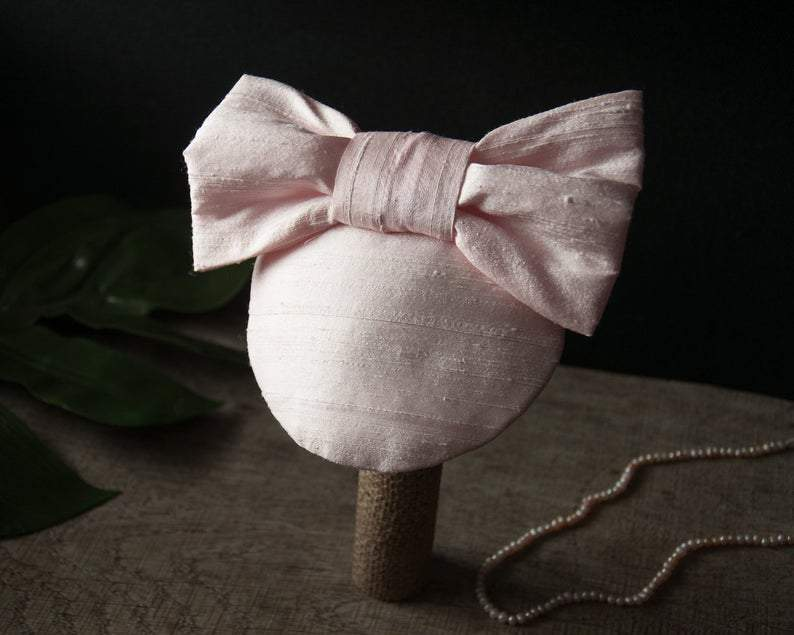 LULU - SILK FASCINATOR WITH A BOW IN CREME OR IVORY © Seegang Berlin
