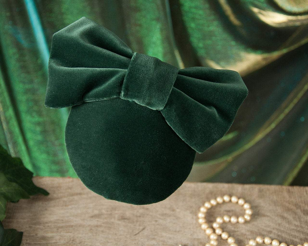 LULU - VELVET FASCINATOR WITH A BOW IN DARK BOTTLE FOREST GREEN © Seegang Berlin