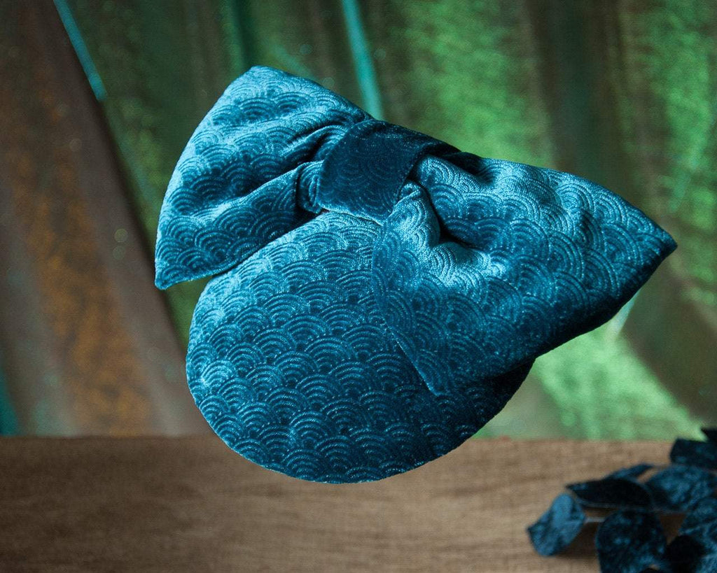 LULU - VELVET FASCINATOR WITH A BOW IN PETROL TURQUOISE TEAL © Seegang Berlin