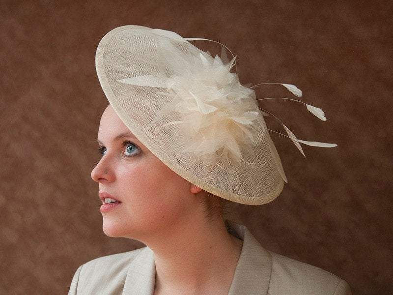 STATEMENT HAT - AN ALWAYS IMPRESSIVE AND AIRY SUMMER HAT FOR THE BRIDE © Seegang Berlin