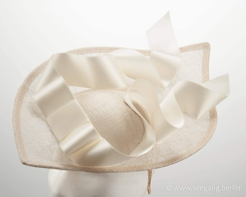 STATEMENT HAT - ASCOT WORTHY WITH A BIG AIRY DRAPED BOW © Seegang Berlin