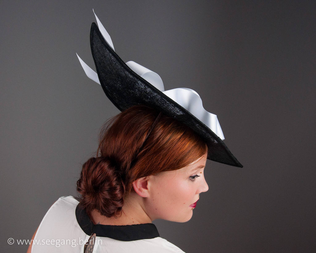 STATEMENT HAT - ELEGANT AND MODERN WITH AIRY RIBBON LOOPS AND BOW © Seegang Berlin