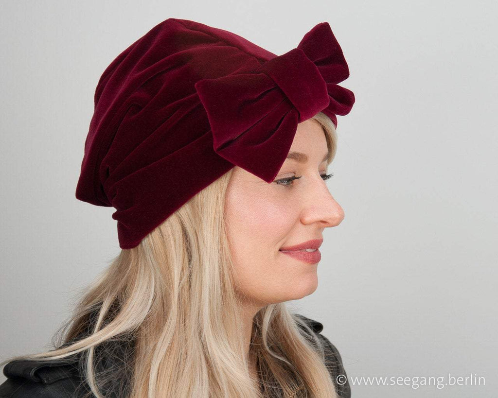 TURBAN - GLAMOUROUS TURBAN HAT FROM HIGHEST QUALITY VELVET IN RUBY RED © Seegang Berlin