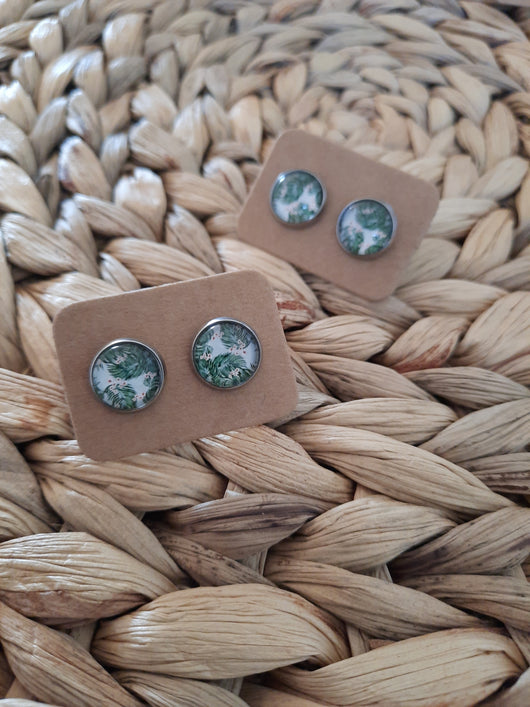 GLASS EARRING STUDS GREEN LEAVES (A)